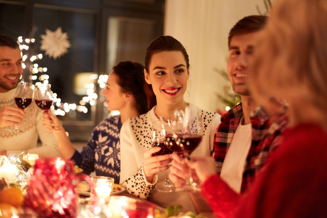 5 Items You Should Never Forget When Hosting a Holiday Dinner Party